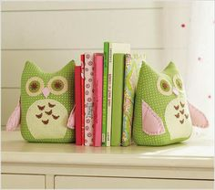 Owl Bookends - contemporary - nursery decor - - by Pottery Barn Kids Pottery Barn Kids, Contemporary Nursery Decor, Owl Books, Sewing Projects, Diy Projects, Owl Fabric, Owl Crafts, Softies, Cute Owl