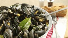 Mussels with White Wine (Moules Mariniere) - Marco Pierre White recipe video Mussels White Wine, Marco Pierre White, Seafood Dishes, Fish Recipes, Food Videos, Main Dishes, Food And Drink, Cooking Recipes, Eat
