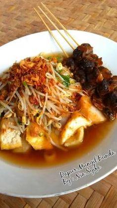 Lontong Balap Surabaya Indian Food Recipes, Asian Recipes, Beef Recipes, Healthy Recipes, Indonesian Cuisine, Indonesian Recipes, Healthy Food Choices, Surabaya, Savoury Dishes