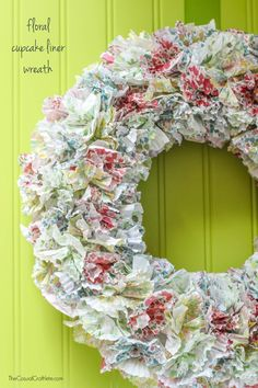 Floral Cupcake Liner Wreath - create a floral wreath for summer using pretty cupcakes liners. So simple and easy to make with just 3 supplies!