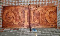 Talla en madera de Tilo, tintada con varios colores. Personalizada y ambientada en el libro El amuleto de Abraxas.