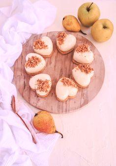 Pěnové dortíky s karamelizovanými jablky Camembert Cheese, Dairy, Food, Essen, Meals, Yemek, Eten