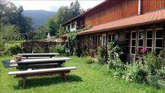 Hofladen am Boarhof Tegernsee superschöner Bauerngarten mit göttlichem selbstgebackenem Brot und Kuchen