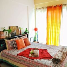 Home Tour: Jayati and Manali share their Home & the Science of Decorating – The Keybunch Decor Blo Indian Room Decor, Indian Bedroom, Ethnic Home Decor, Handmade Home Decor, Handmade Shop, Decorating Blogs, Interior Decorating, Interior Designing, Indian Interior Design