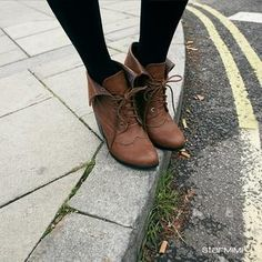 Oxford boots + tights #tightsandboots