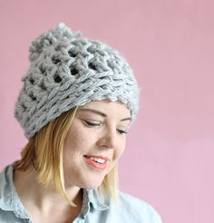 This easy chunky crochet beanie works up in just 30 minutes! This free pattern will have you making gifts for friends and family in no time.