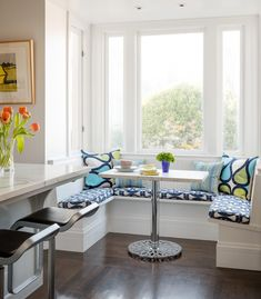 30 Adorable Breakfast Nook Design Ideas For Your Home Improvement - I would have liked wood instead of stainless steal