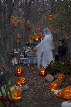 What happens when a stylist and the country's most celebrated collectors of vintage Halloween pieces get together? A party is planned of course! Karin Lidbeck Brent shares the tricks and treats behind the a magical outdoor