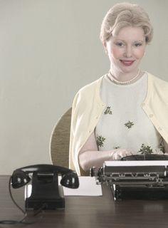 Los principios de la comunicación escrita: La máquina de escribir- la asistente responsable