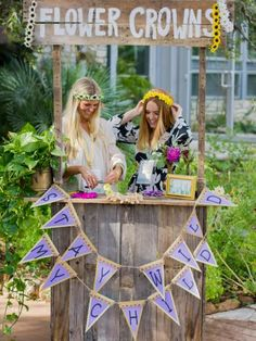 Welcome to Mommapalooza, where the girls get together to celebrate mom-to-be in a fun, festival-inspired atmosphere complete with flower crowns, dream catchers, temporary tattoos and more!
