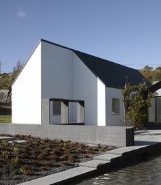 House At Goleen By Niall McLaughlin Architects ·  FassadenfarbeArchitekturVerrückte HäuserKleine ...