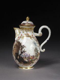 Coffee pot    Meissen porcelain factory   made in Germany in 1730