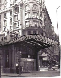 Madrid - Metro Gran Vía (1969) ¡Que pena que no se haya conservado esta boca de Metro!