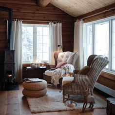 White trim and creamy white curtains. White Baseboards, Log Home Interiors, Log Homes, Interior Design Living Room, Family Room, Sweet Home, Room Decor, House Design, House Ideas