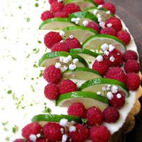 Málnás lime-os fehér csokoládés sajttorta Fruit Salad, Strawberry, Food, Fruit Salads, Meal, Essen, Strawberries, Hoods, Meals