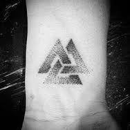 Znalezione obrazy dla zapytania valknut tattoo