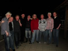 2010 - homens com albinismo na festa junina