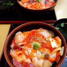 築地とと兵衛旬の海鮮丼/72rose | SnapDish[スナップディッシュ] (ID:OS9Tba) Tokyo Restaurant, Restaurant Guide, Sashimi, Japanese Food, Food Japan, Curry, Food And Drink, Rolls, Rice