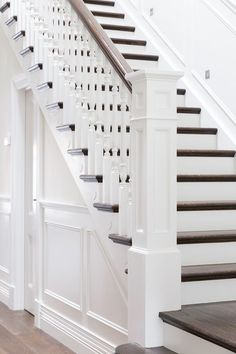 best Ideas for stairs design classic banisters Staircase Remodel, Staircase Railings, Staircase Design, Stairways, Staircase Ideas, Banisters, Bannister Ideas, Wood Balusters, Stair Handrail