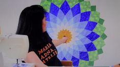 Manta/colcha de casal em patchwork Flor Dalia - Faça esta peça no Maria Adna Ateliê - Endereço: Av. das Carinas, 739, Moema, São Paulo - Fones: 11-5042-0145 e 11-99672-8865 (WhatsApp), Email: ama.aulasevendas@gmail.com. Estacionamento próprio. FACEBOOK: https://www.facebook.com/MariaAdnaAtelie
