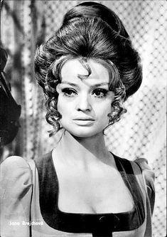 Jana Brejchová in Luk královny Dorotky Elizabeth Taylor, Vintage Hollywood, That Look, Photoshop, Hair Styles, Pretty, People, Movies, Fictional Characters
