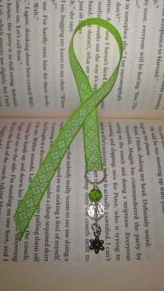 Ribbon bookmark, handmade by me =) Homemade Bookmarks, Diy Bookmarks, Beaded Bookmarks, How To Make Bookmarks, Ribbon Bookmarks, Corner Bookmarks, Craft Gifts, Diy Gifts, Book Crafts