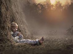 Artystka jest wyraźnie zafascynowana wszelkimi efektami naturalnymi, które wpływają na głębię fotografii - wschody i zachody słońca, mgły, d...