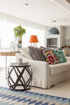 A luz natural e as cores deixam a casa alegre. Confira mais fotos: https://www.casadevalentina.com.br/blog/OPEN%20HOUSE%20%7C%20MARCIA%20COUTO ------ Natural light and colors let the happy home. Check out more photos: https://www.casadevalentina.com.br/blog/OPEN%20HOUSE%20%7C%20MARCIA%20COUTO
