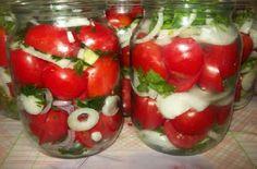 A paradicsomot nem lehet megunni, ha télen is szívesen fogyasztanád, próbáld ki ezt a receptet! Fontos, hogy kerti paradicsomból készítsd. Egészséges paradicsomokat válassz, amelyek repedezettek[...] Ital Food, Vegetarian Recipes, Cooking Recipes, Good Food, Yummy Food, Hungarian Recipes, Kinds Of Salad, No Bake Cake, Food Inspiration