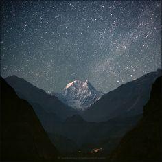 Nepal, ACAP, view of Kali Gandaki Valley with Nilgiri South (6839 m) from Tatopani (1190 m), 2011