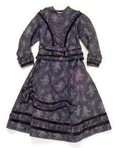 Dress (1860s)    Bordered ruching.