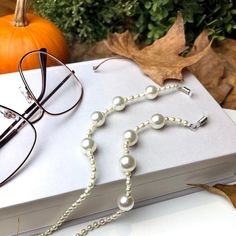Jewelry Knots, Beaded Jewelry, Handmade Jewelry Tutorials, Optometry, Pearl Chain, Diy Necklace, Anklets, Glasses, Accessories