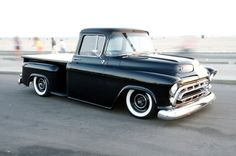 57 Chevy Trucks, Classic Chevy Trucks, Hot Rod Trucks, Gm Trucks, Chevy Pickups, Cool Trucks, Pickup Trucks, Cool Cars, Classic Cars