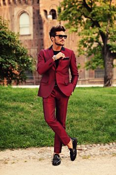 Latest Coat Pant Designs Burgundy Men Suits Blazer Formal Tuxedo Slim Fit Wedding Suits 2 Pieces Terno Masculino (jacket+pants)X Bal Smoking, Smoking Noir, Prom Tuxedo, Tuxedo Suit, Formal Tuxedo, Burgundy Blazer, Burgundy Dress, Gentleman Mode, Gentleman Style