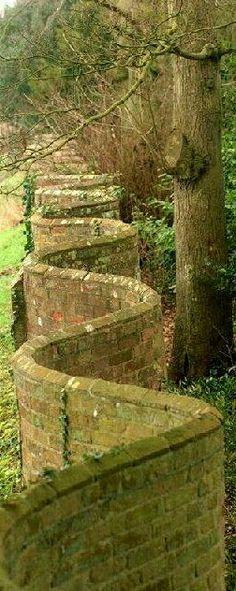 'Crinkle-Crankle' wall, Somerset. England