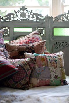 Kolorowe poduszki patchworkowe http://domomator.pl/kolorowe-poduszki-patchworkowe/