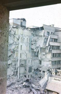 Cutremurul din 1977 – imagini noi | Muzeul de Fotografie Paris, Socialism, Romania, Mount Rushmore, Mountains, Travel, Bucharest, Viajes, Traveling