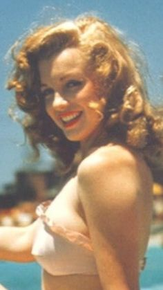 """norma jean baker or as you might know her, Marilyn Monroe. """"Norma Jean Baker"""" wasn't glamorous enough a name for Hollywood. Classic Hollywood, Old Hollywood, Hollywood Night, Hollywood Icons, Marilyn Monroe Fotos, Norma Jean Marilyn Monroe, Stars D'hollywood, Actrices Hollywood, Celebrity Gallery"""