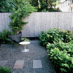 backyard makeover See a beautiful backyard makeover. Learn the best plants and materials for your outdoor garden decorating ideas. A modernist couple remodels a garden that reflected their homes aesthetic. For more garden inspiration go to Domino. Modern Garden Design, Contemporary Garden, Landscape Design, Contemporary Design, Modern Design, Small Gardens, Outdoor Gardens, Mosaic Garden, Backyard Makeover