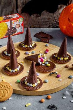 Hallowen Food, Healthy Halloween Snacks, Easy Halloween Food, Easy Halloween Decorations, Halloween Dinner, Halloween Desserts, Halloween Cakes, Disney Halloween, Halloween Party Decor