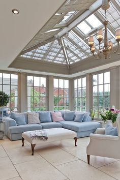 A living room conservatory classic style conservatory by vale garden houses classic wood wood effect Kitchen Orangery, Design Living Room, Living Rooms, Rustic Home Design, French Home Decor, Cheap Home Decor, Home Decor Accessories, Design Case, Home Remodeling