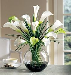 Calla Lillies are one of my favorite flowers.Hey grandma- the calla lillies are in bloom. Calla Lily Flowers, Calla Lillies, Silk Flowers, White Flowers, Flowers Vase, Gerbera Flower, White Lilies, Fresh Flowers, Ikebana