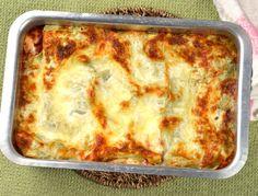 Spenatlasagne med fyllning av spenat och soltorkad tomat, tomatsås och ostsås med mozzarella. En god vegetarisk lasagne.