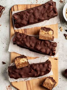 Homemade Caramel Sauce, Homemade Peanut Butter, Homemade Snickers, Vegan Bar, Raw Vegan Recipes, Snickers Recipe, Roh Vegan, Raw Cake, Raw Desserts