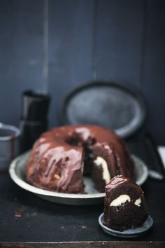 Rezept für Schokoladengugelhupf mit Cheesecakefüllung Kakaokuchen Schokoladenkuchen Käsekuchen Füllung Backrezept Zuckerzimtundliebe Foodblog Backblog Brownie bundt recipe