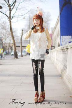 Tramy wearing Bear Date Black leggings Black Leggings, Hipster, Punk, Bear, Fabric, People, How To Wear, Color, Style