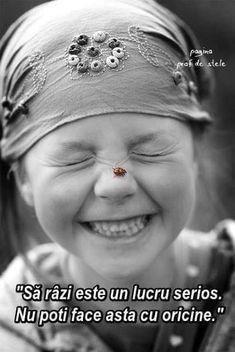 Beautiful smile and sweet ladybug. Smile Face, Your Smile, Make You Smile, Beautiful Children, Beautiful People, Beautiful Smile, Smiles And Laughs, Happy People, Smiling People