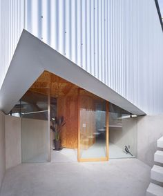 Suppose Design Office, Toshiyuki Yano · House in Saka Office Entrance, Small Entrance, Entrance Design, Japan Architecture, Contemporary Architecture, Interior Architecture, Style At Home, Suppose Design Office, Small Courtyards