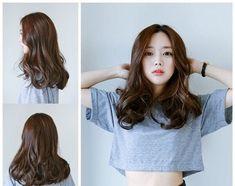 Super hairstyles long layers curls shoulder length ideas - My PT Sites Korean Hairstyle Medium Shoulder Length, Korean Long Hair, Korean Hair Color Brown, Korean Hairstyle Long, Medium Hair Cuts, Medium Hair Styles, Curly Hair Styles, Layered Curls, Long Layered Hair