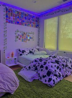 Indie Room Decor, Cute Bedroom Decor, Room Design Bedroom, Teen Room Decor, Room Ideas Bedroom, Room Ideias, Neon Bedroom, College Room Decor, Retro Room
